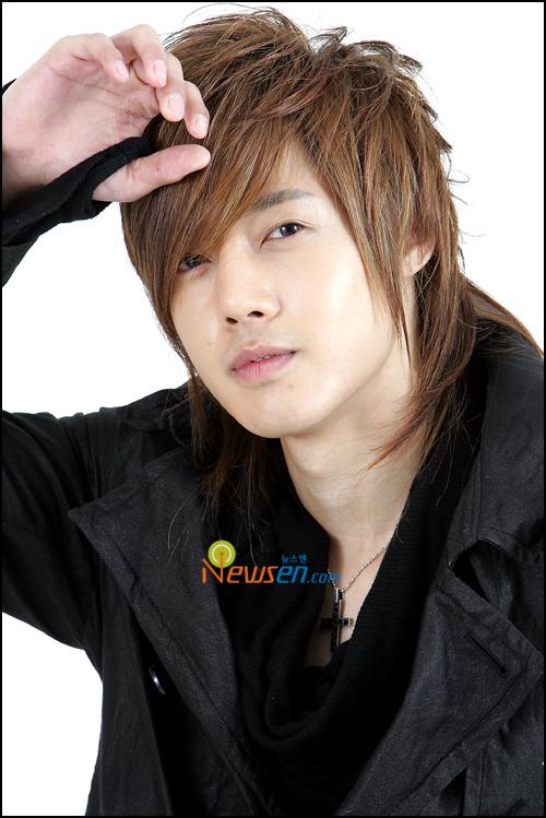صور المغني/الممثل الكوري hyun joong ss501_kimhyunjoon_0809161.jpg